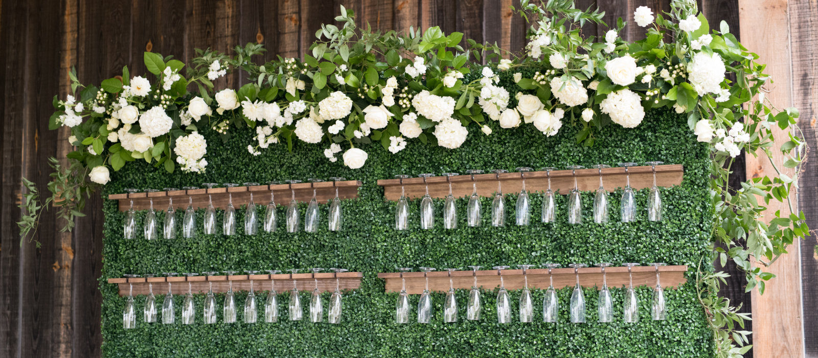 LindseyHinkleyphotography-champagne-glasses-hanging