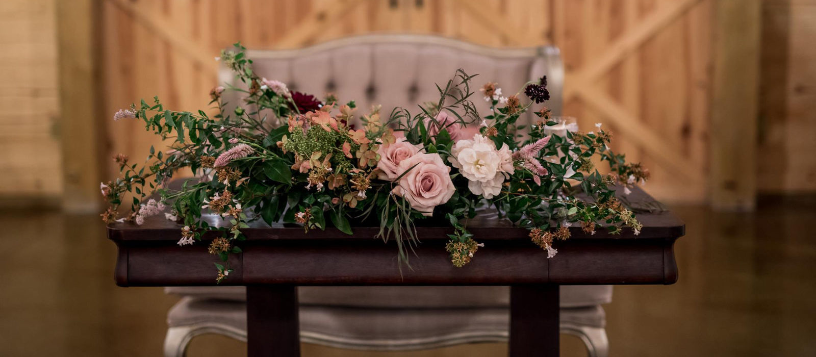 LindseyHinkleyphotography-flowers-on-table